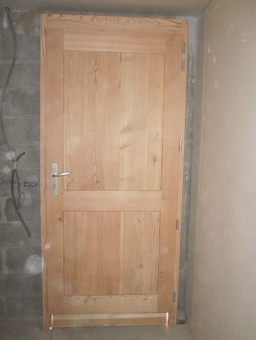 Porte menuiserie le bois des huiles c guillard for Photo porte interieur maison