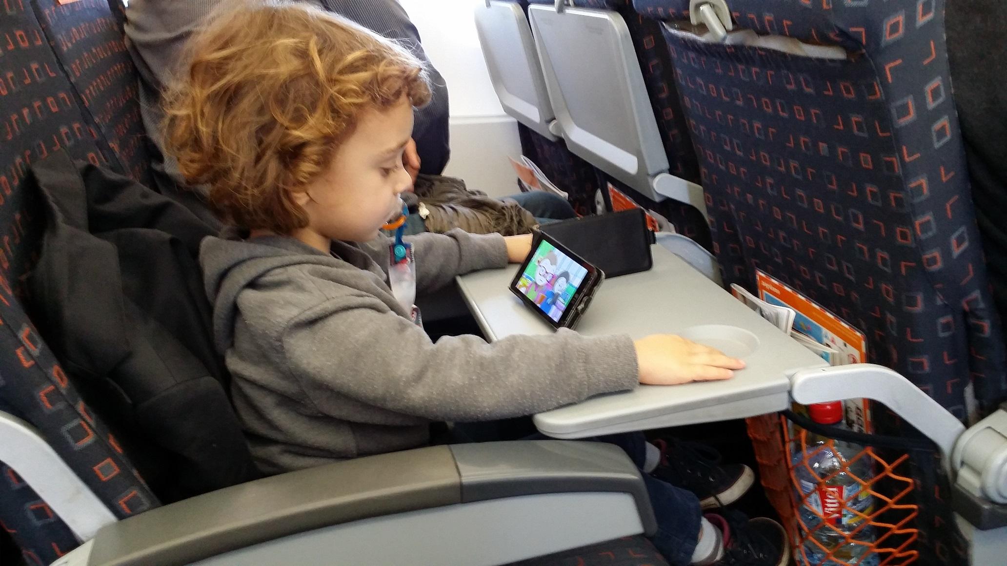 enfant_telephone_avion