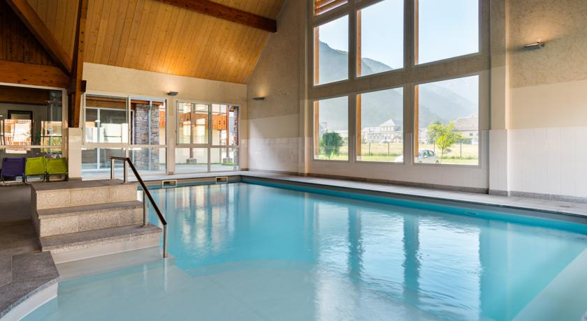 residence_luchon_piscine_interieure_chauffe