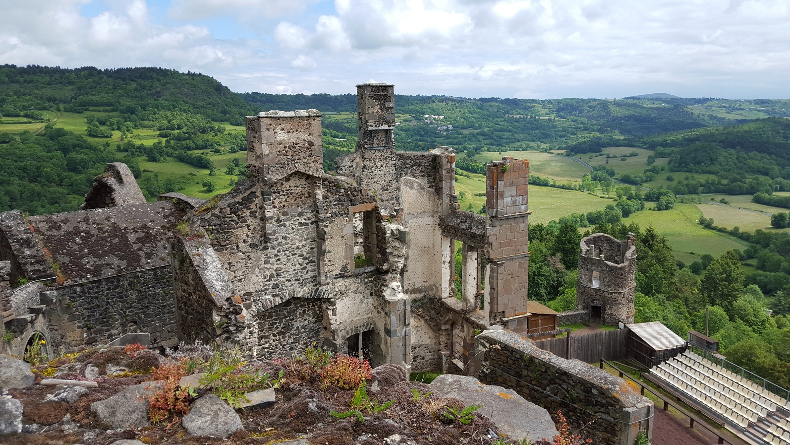 chateau_de_murol_panorama_vallee_sancy